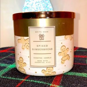 Spiced Gingerbread White Barn Candle 3 Wick